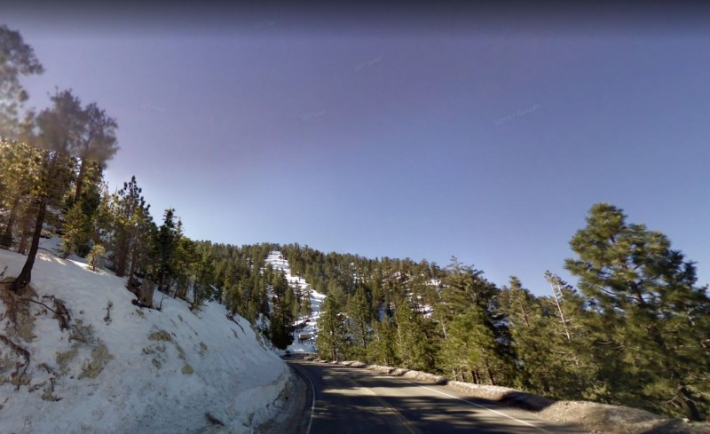 美國73歲老翁到洛杉磯國家森林沃特曼山(Mount Waterman)健行時失蹤一週,救援隊伍昨(29日)順利找到人並救回。(圖擷自Google街景)