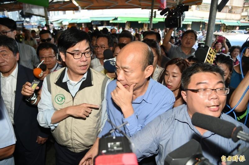 陳其邁近期走訪高雄巡視登革熱疫情,並給予高雄市長韓國瑜實質幫助。(資料照)