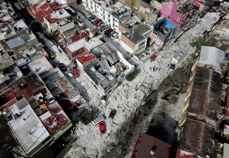空拍瓜達拉哈拉街道,都是白皚皚的一片。(法新社)