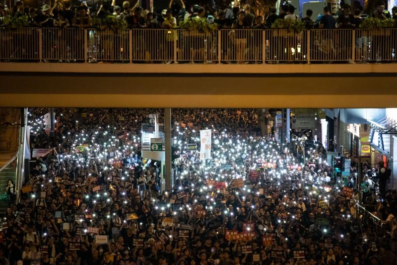 民陣宣布,今年七一大遊行參加人數逾55萬人。(彭博)