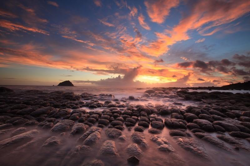 和平島公園夕陽海景,美不勝收。(交通部觀光局北海岸及觀音山國家風景區管理處提供)
