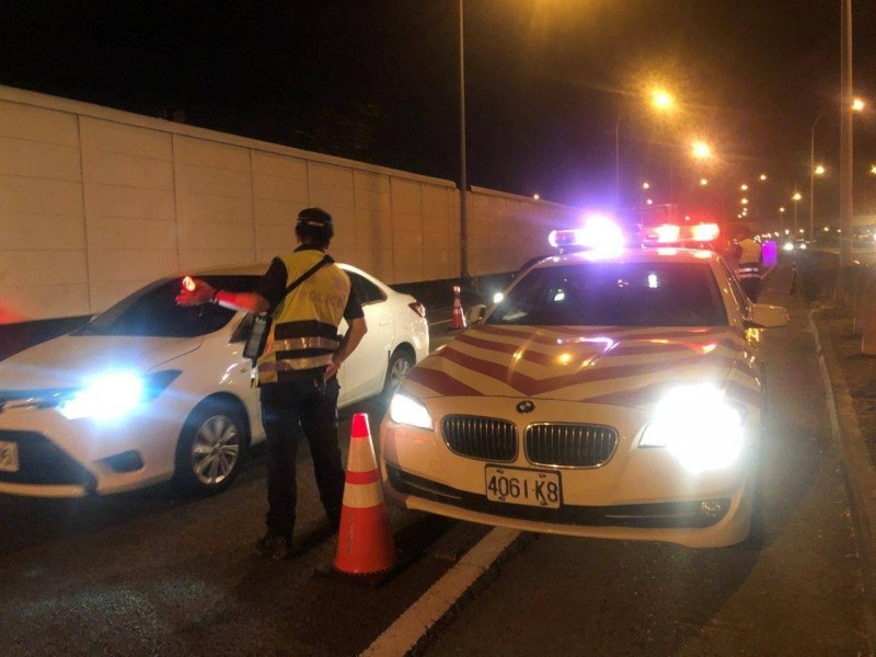 酒駕新制上路首日,警方大執法共取締357件。(記者邱俊福翻攝)