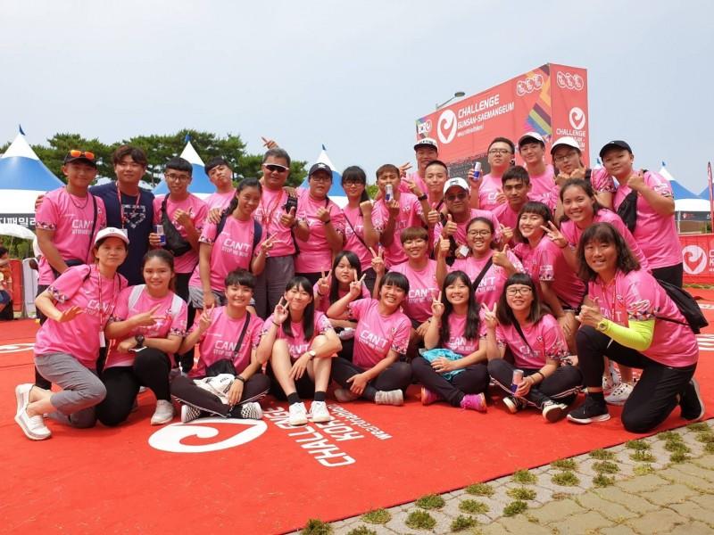 明新科大運管系師學暑假前往韓國,擔任國際鐵人三項競賽志工。(明新科大提供)