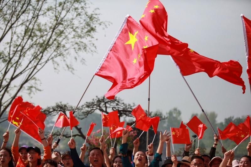 捷克警方去年年初根據中國紅色通緝令,逮捕了8名台灣籍詐騙犯,中方指控這些人涉嫌以電話詐騙中國人,且金額據稱恐高達6000萬克朗,該國高等法院日前裁決全數將遣送中國,我國駐捷克代表處也已提出異議。(法新社)
