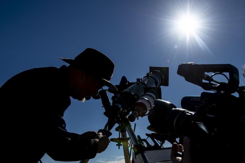 智利和阿根廷將迎接日全蝕,「天文之都」維庫尼亞附近拉伊格拉(La Higuera)的日全食預期持續最久,將長達約2分鐘36秒。(法新社)