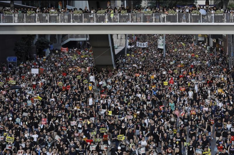 香港七一遊行,今年人數創紀錄達到55萬人。(美聯)