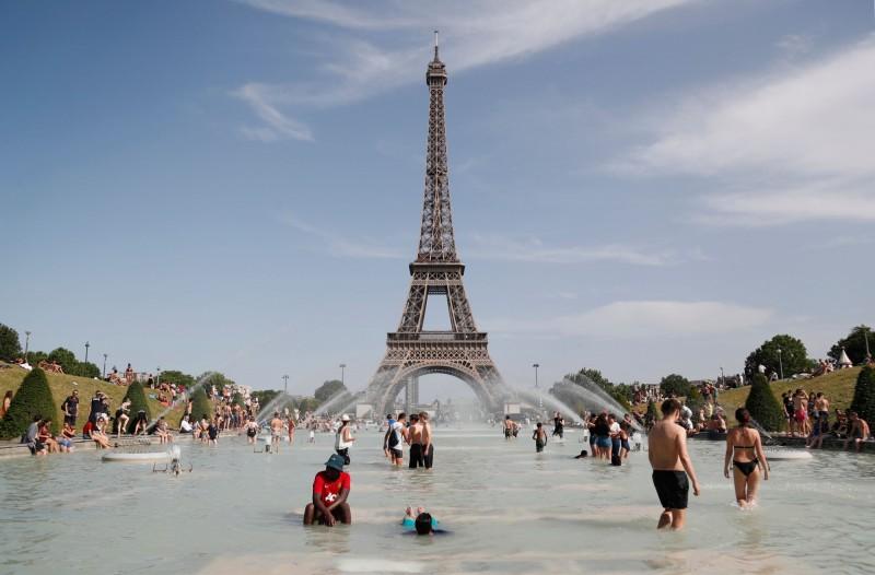 衛星數據顯示,受到西歐破紀錄的熱浪影響,上個月的全球平均氣溫飆升,成為有史以來最熱的6月。(法新社)