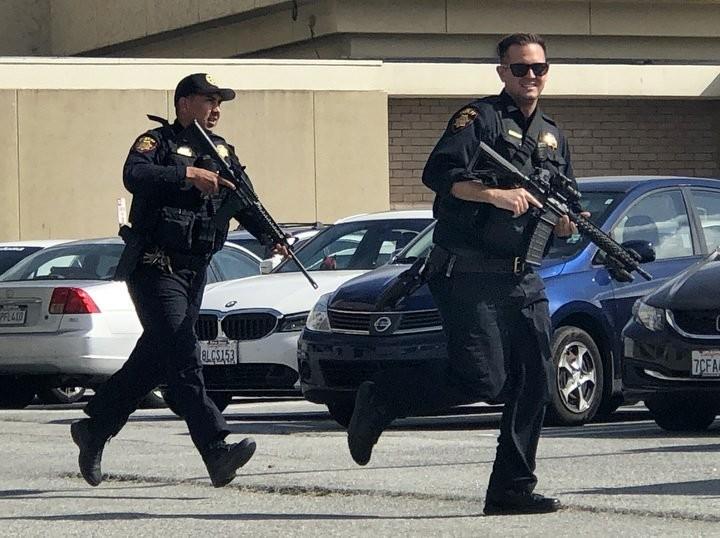 美國舊金山一座商場於當地時間週二下午發生槍擊案,據傳為槍手突然闖入開槍,目前傳出有至少4人受傷。(圖擷自推特)