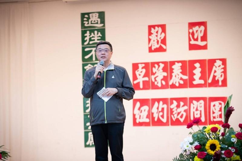 民進黨主席卓榮泰率團出席由台灣人在紐約跨社團組織的《台灣人社團聯合會》舉辦於台灣會館的晚宴。(民進黨提供)