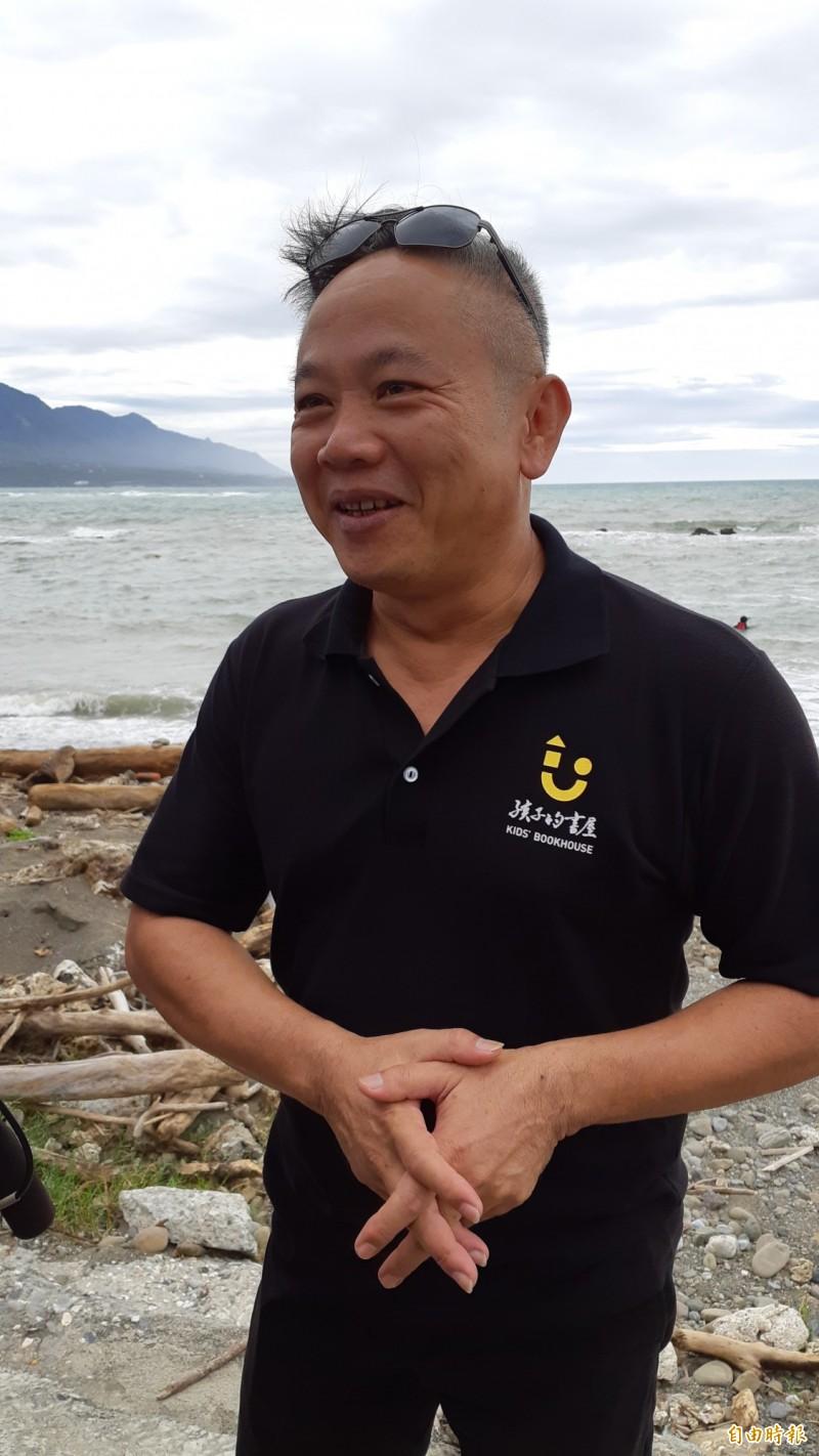 陳俊朗去年為孩子書屋辦獨木舟環島活動時照片。(資料照)