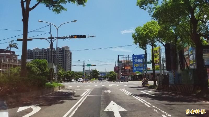 竹北市公所表示,中山路與環北路等五叉路口原規劃的車行地下道,經地方建議擬改為高架橋道路,以期避開圳路、管線改道等問題,同時可縮短交通黑暗期。(記者廖雪茹攝)