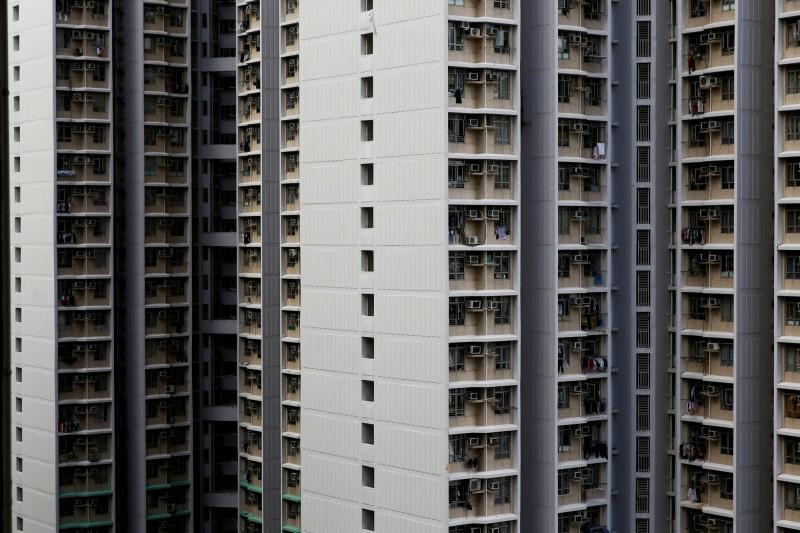 昨(3)日清晨香港1位28歲的麥姓女子,從一棟高樓上墜下。圖為香港高樓示意圖。(路透)