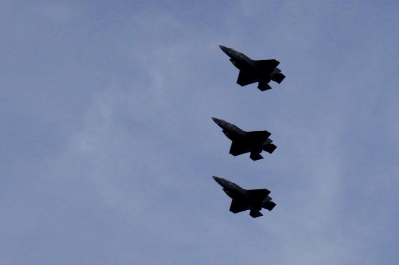 古德芬以俄羅斯為假想敵人,他表示,若美國遭到俄國飛彈攻擊,第一步,他會立刻與歐洲盟軍最高司令部司令沃特斯(Tod Wolters)通話,美國和北約組織(NATO)會發動大規模的空中反擊,以未來將配備核武器的F-35攻擊敵方核武發射場。圖為F-35戰機示意圖。(美聯社)