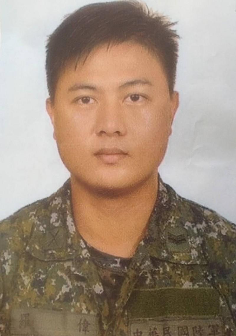 制伏殺警兇嫌的原民英雄羅偉。(八軍團提供)