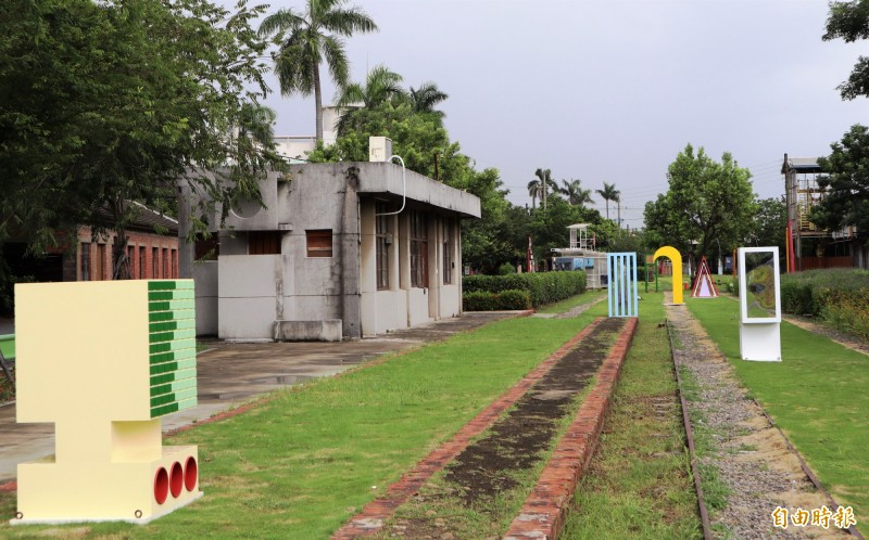 佳里蕭壠文化園區駐村展《變形》展到8月底。(記者楊金城攝)