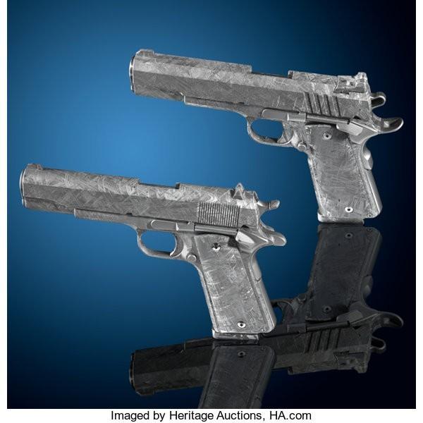 這2把用45億年隕石打造的手槍,估計總價最高可賣到150萬美元(約新台幣4655萬元)。(圖擷自Heritage Auctions網站)