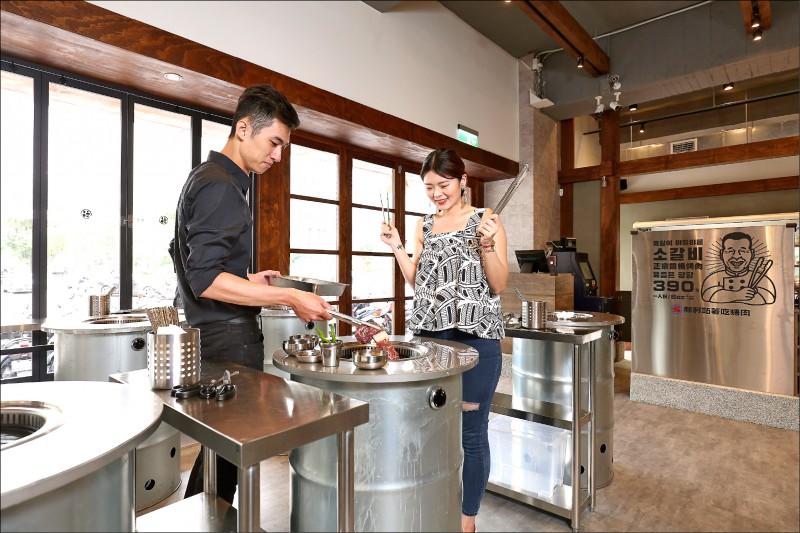 韓國60年老店「新村站著吃烤肉」第一間分店,就落腳在台北信義區!(記者沈昱嘉/攝影)
