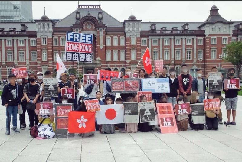 日本女模平野鈴子主動籌辦反送中遊行,直到逃犯條例撤回為止都會舉行。(圖擷自平野鈴子推特)