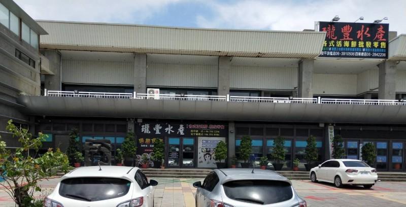 瓏豐水產無預警倒閉,台南市政府法制處提醒以信用卡消費的民眾,儘速向發卡銀行申請列爭議帳款,以保障自身權益。(記者劉婉君翻攝)