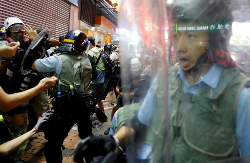 香港九龍77大遊行,警方武力清場,稱逮捕5抗議示威民眾。(路透)