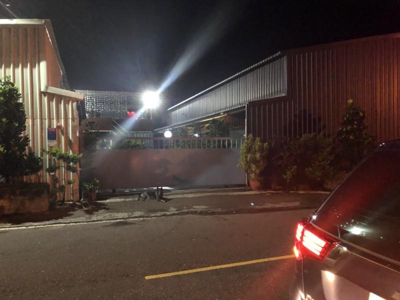 一代水產大亨瓏豐水產,傳出倒閉,公司大門深鎖。(記者王捷翻攝)