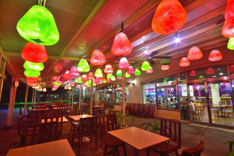墾丁飯店展出燈會作品,復刻台灣燈會。(記者蔡宗憲翻攝)
