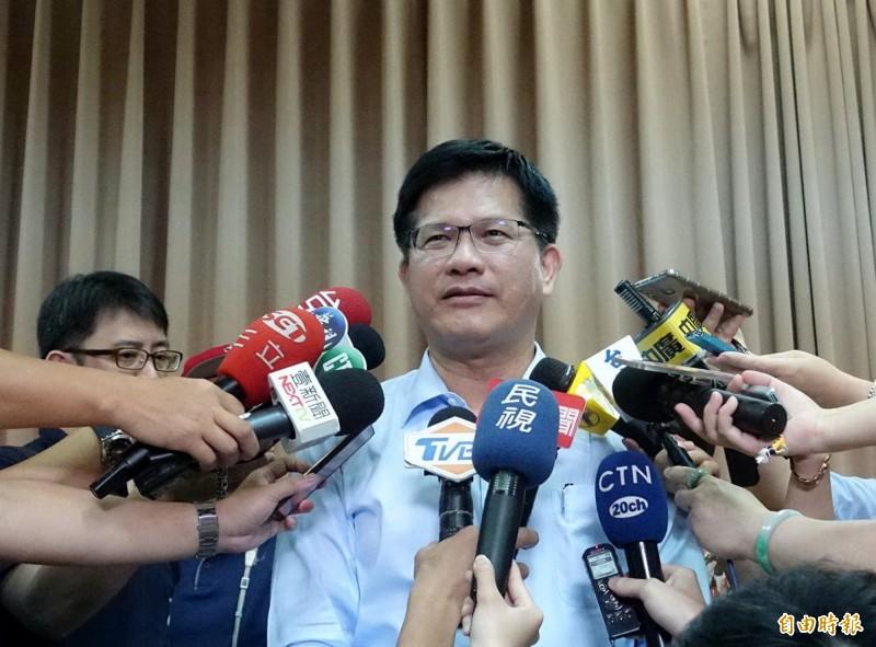 針對台中市政府將標售原社宅用地,交通部長林佳龍表示,尊重新市長,但呼籲能檢視新做法。(記者廖耀東攝)