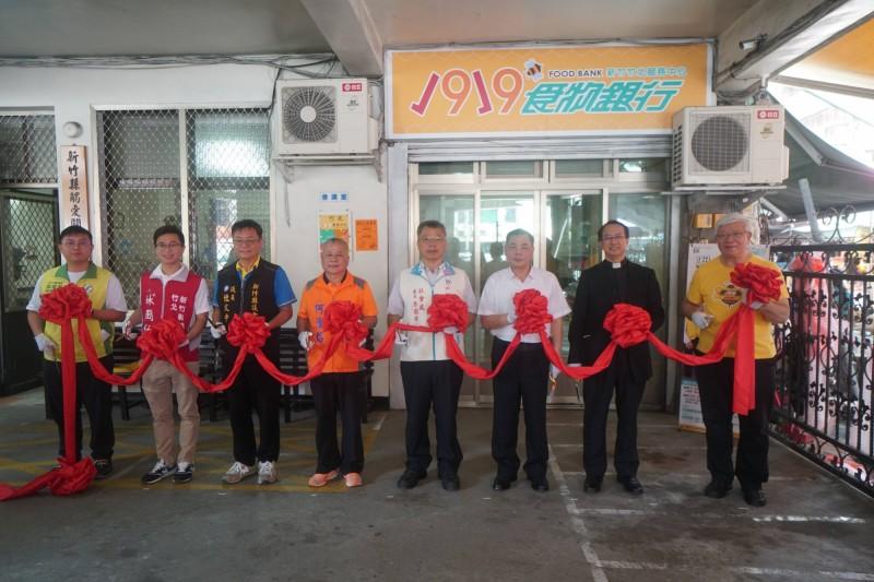 基督教救助協會1919食物銀行竹北服務中心今早剪綵開張,為全台第9間實體店。(基督教救助協會提供)
