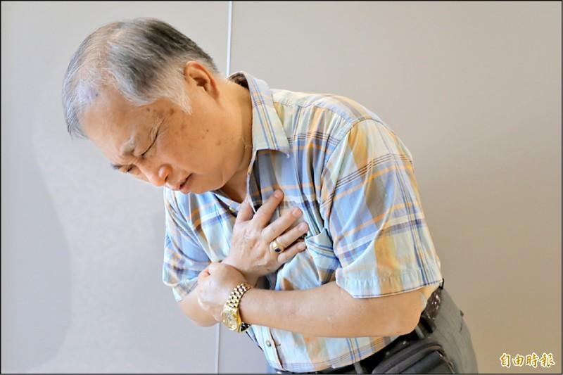 ▲台中一名患者因胸痛就醫,檢查後發現是致死率超過5成的「克雷伯氏肺炎桿菌」致病;圖為情境照,圖中人物與本文無關。(記者陳建志攝)