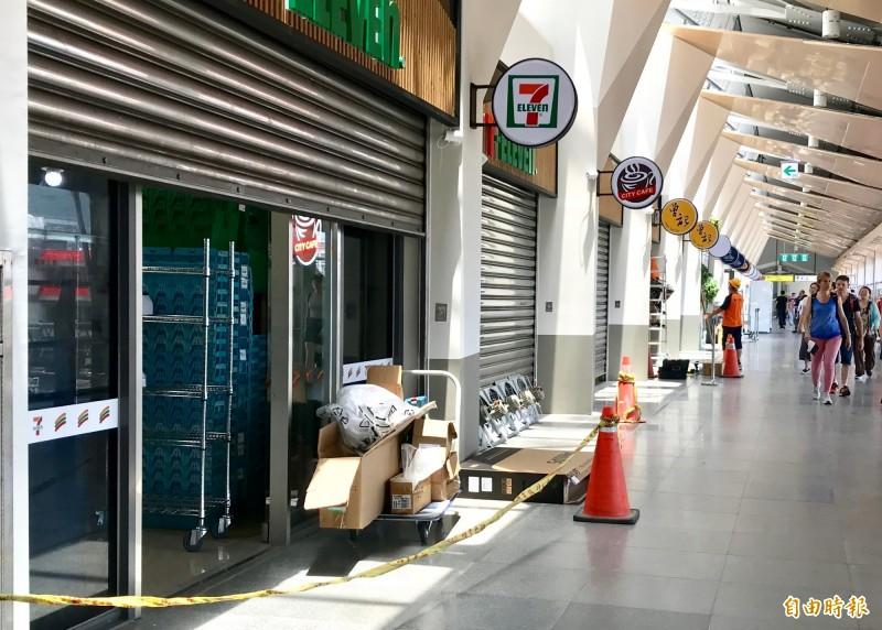 台鐵花蓮火車新站去年10月啟用,保留約400坪商業空間,預計設立美食商店廣場,目前總計吸引至少16家名店進駐。(記者王峻祺攝)