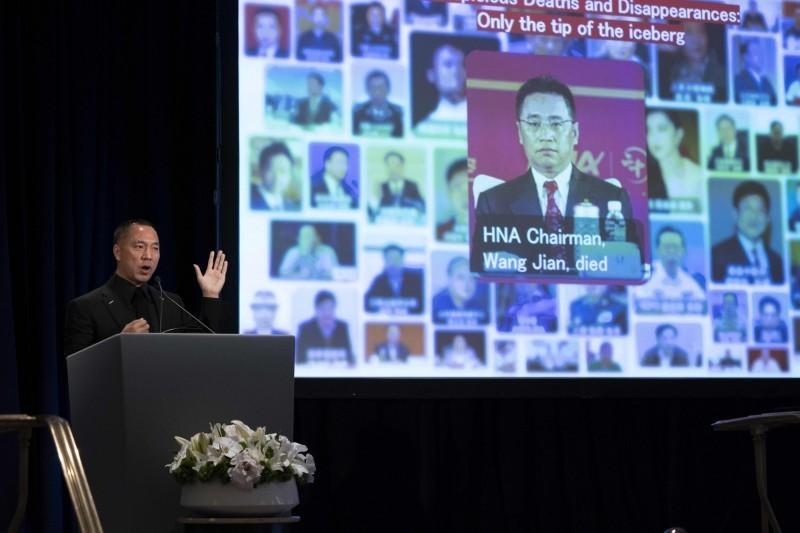郭文貴(見圖)去年11月與前白宮首席策士班農(Steven Bannon)在紐約召開國際記者會,直指海航就是中國情報部門「白手套」。(法新社)