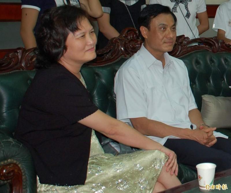 立法院長蘇嘉全的妻子洪恆珠(左)傳將以「無黨籍」身分參選屏東第一選區立委。(資料照)