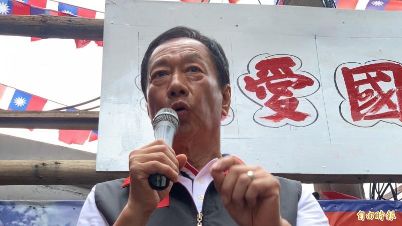 國民黨總統參選人郭台銘爆料,若韓國瑜選上總統,旺旺集團董事長蔡衍明將擔任國民黨主席。(記者許倬勛攝)