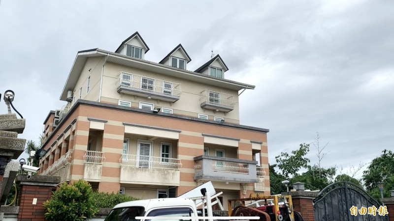 韓國瑜夫婦豪華農舍未主建物是否違建?尚待認定。(記者廖淑玲攝)