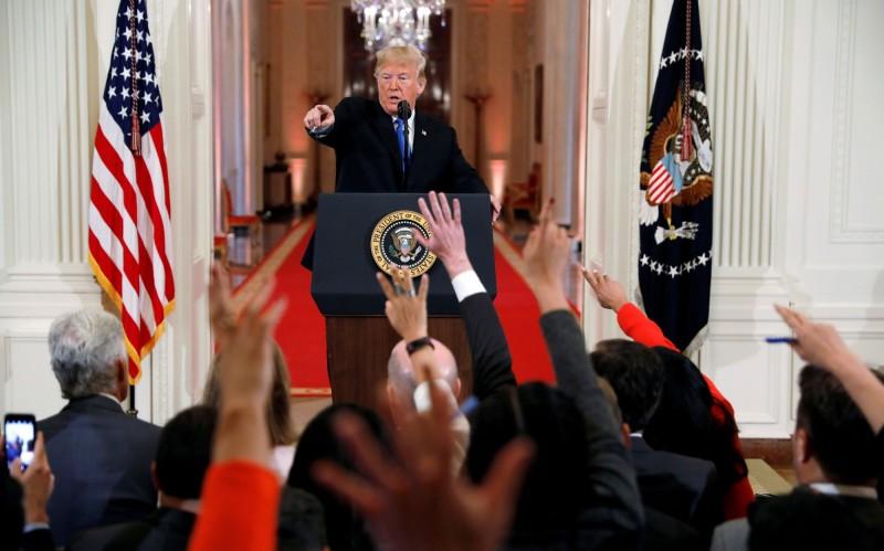 圖為美國總統川普去年11月7日在白宮接受記者提問。(路透檔案照)