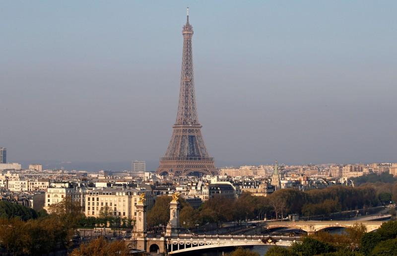 到2050年,法國巴黎的氣候可能會和澳洲坎培拉相似。圖為法國巴黎的全視圖。(路透)
