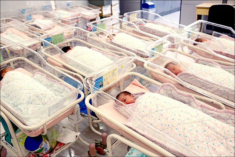 衛福部、內政部最新統計,今年上半年新生兒出生數僅剩8萬5千多人,直逼10年前金融海嘯時的慘況。(資料照)