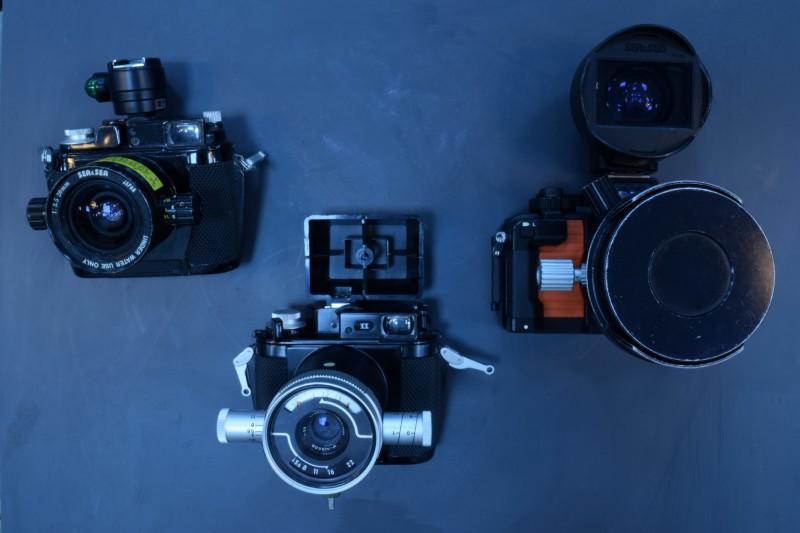 蘇焉曾使用過的水下攝影器材,見證台灣潛水攝影的演進歷程。(國立海洋科技博物館提供)