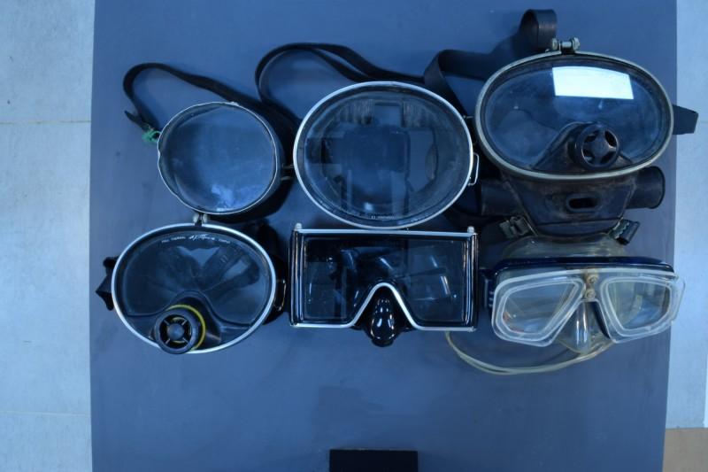 蘇焉曾使用過的潛水設備,見證台灣潛水攝影的演進歷程。(國立海洋科技博物館提供)