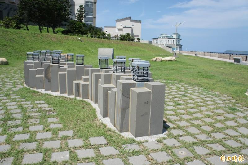 713紀念碑設在馬公市觀音亭,給予後人悼念。(記者劉禹慶攝)