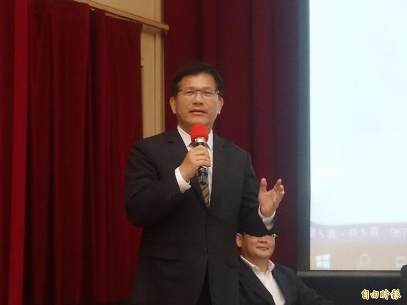 交通部長林佳龍出席「鐵道科技產業推動座談會」,批評台鐵局招標文件設計不良。(記者謝武雄攝)
