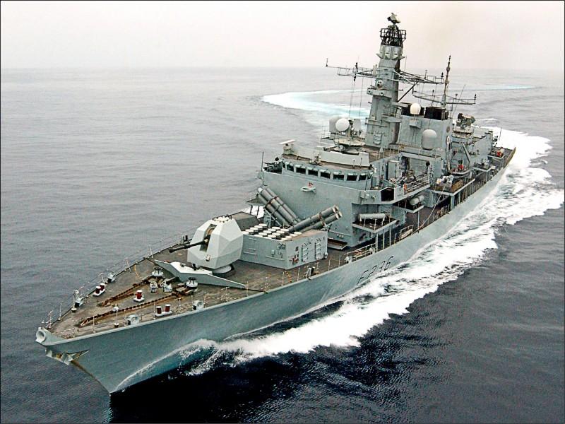 英國皇家海軍巡防艦蒙特羅斯號二○○五年十月在阿曼外海,進行代號「Marstrike 05」的演訓。(法新社)