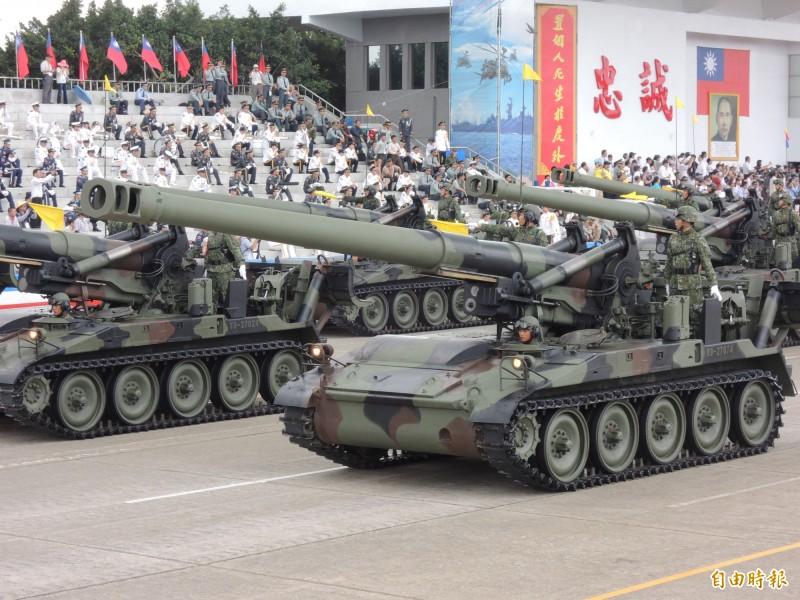 國軍現役M110牽引砲。(資料照,記者羅添斌攝)