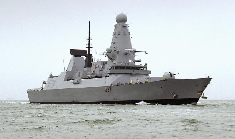 今日英方已派出鄧肯號驅逐艦,駐於波斯灣海域常態巡邏,以防類似危機再發生。(美聯社)