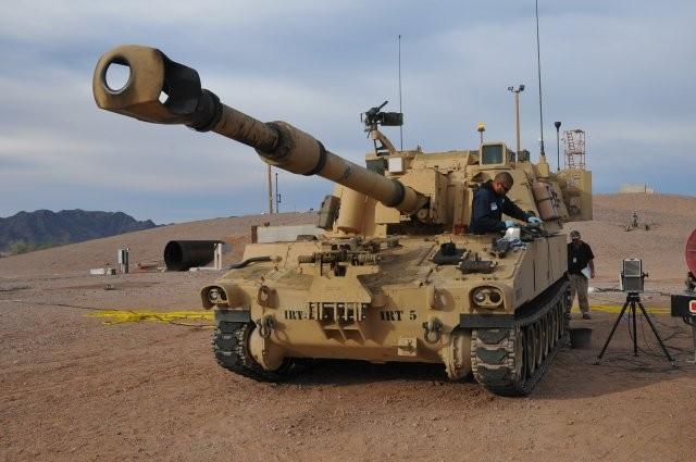 政府官員透露,國防部已核定自走砲型式,要向美採購M109A6(Paladin)帕拉丁型自走砲,數量為100多輛,規劃總金額近300億元台幣。圖為M109A6自走砲。(取自美國陸軍網站)