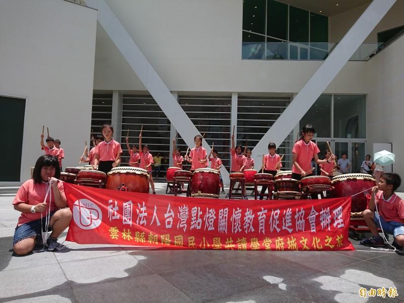 朝陽國小太鼓表演。(記者洪瑞琴攝)