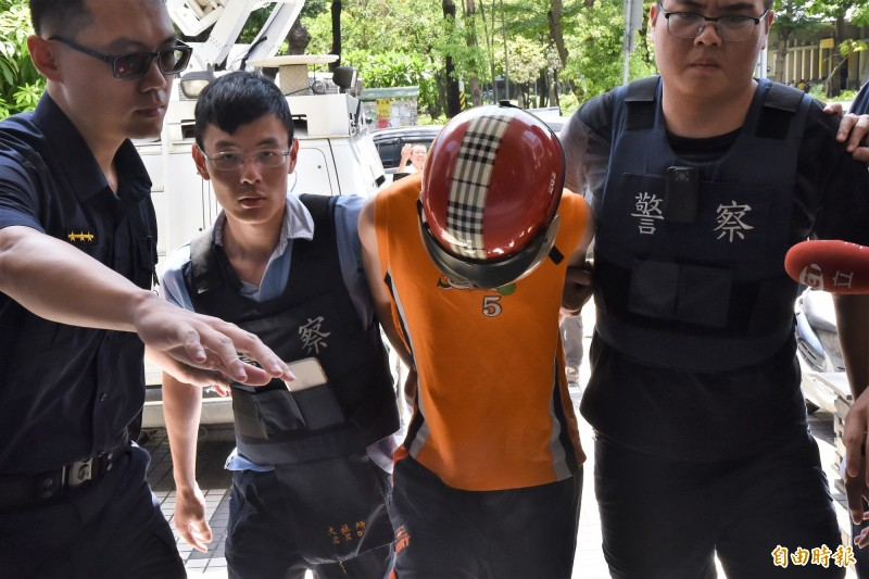 21歲韓嫌不滿被害人阻止與女兒與他交往,光天化日行兇。(記者洪臣宏攝)