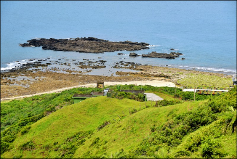 海岸線上為中科院研發與試射導彈基地。(記者許麗娟/攝影)