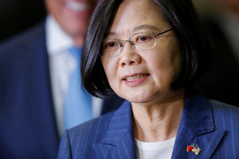 中國宣布,將對參與售台武器的美國企業實施制裁,蔡總統對此表示,過去這段時間努力強化台灣國防及守護台灣民主,希望能對區域的和平穩定做出貢獻,不需要我們的鄰居這樣說三道四。(路透資料照)