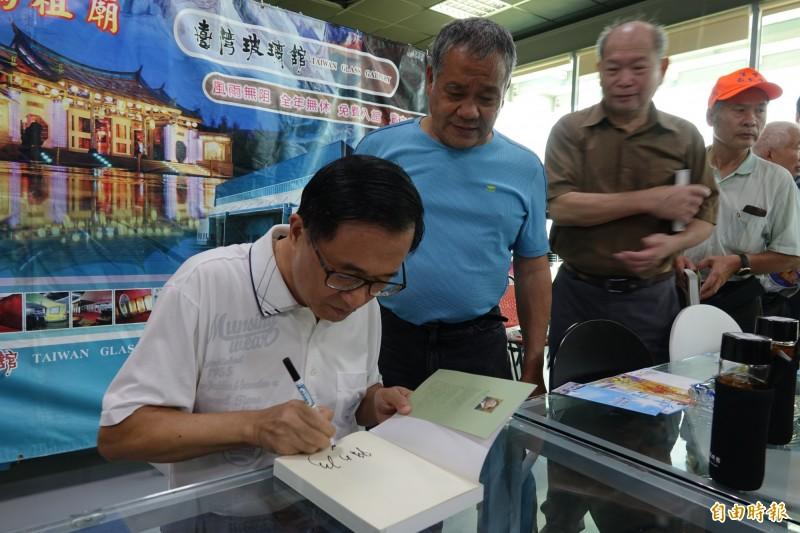 前總統陳水扁在台灣玻璃館舉行簽書會。(記者劉曉欣攝)